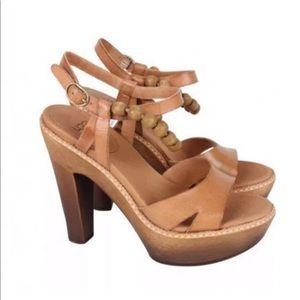 Ugg wooden bead heels  leather 6